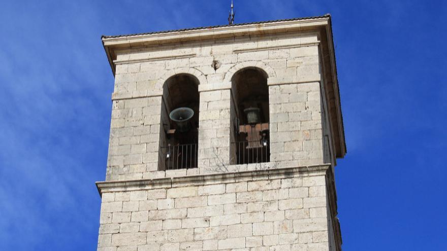 Campanas repicando en la torre de una iglesia. | M.Peinado