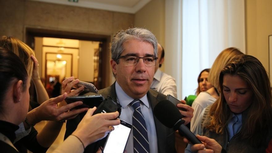 """Homs ve """"violenta"""" la quema de fotos del Rey pero juzga """"desproporcionado"""" que el asunto acabe en los juzgados"""
