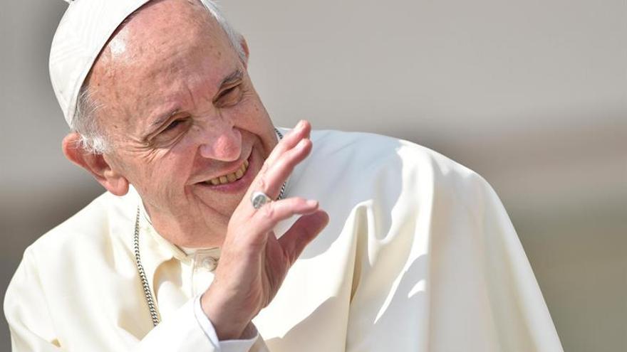 """Gobierno de Chile recibe con """"gran alegría"""" visita del papa en 2018"""