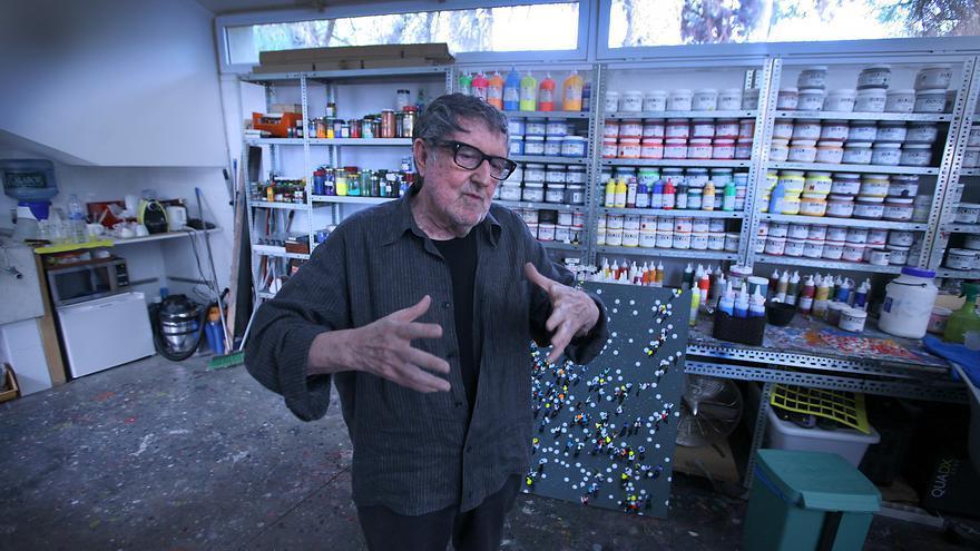 El artista valenciano Juan Genovés en su estudio.