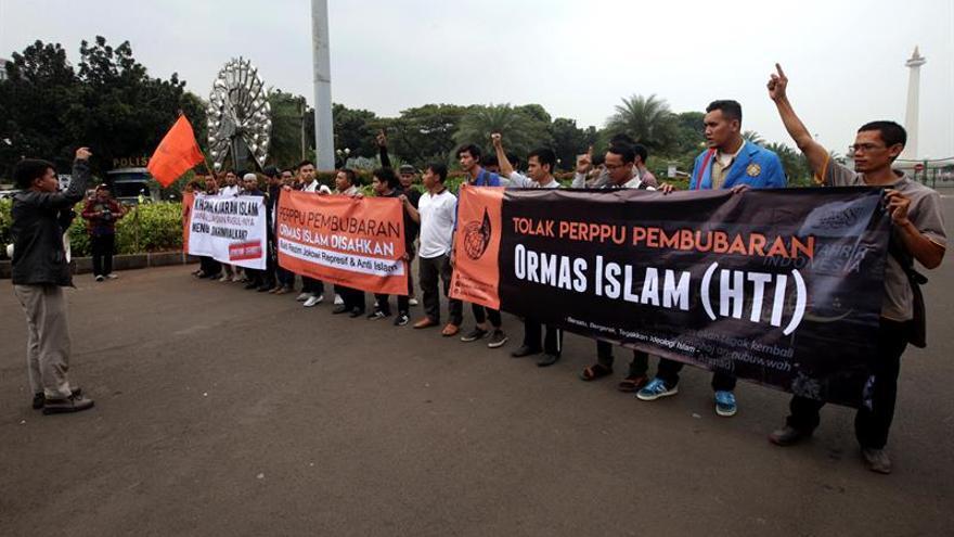 Indonesia emite un decreto presidencial que permite disolver grupos radicales
