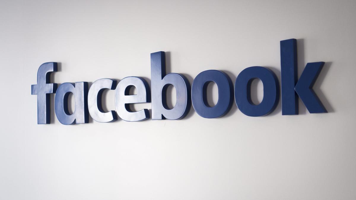 En la imagen, el logo de Facebook. EPA/GIAN EHRENZELLER/Archivo