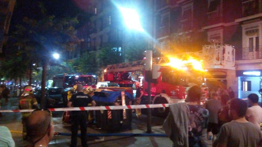 Un incendio iniciado al arder una sartén obligó este lunes a desalojar un inmueble en el centro de Bilbao