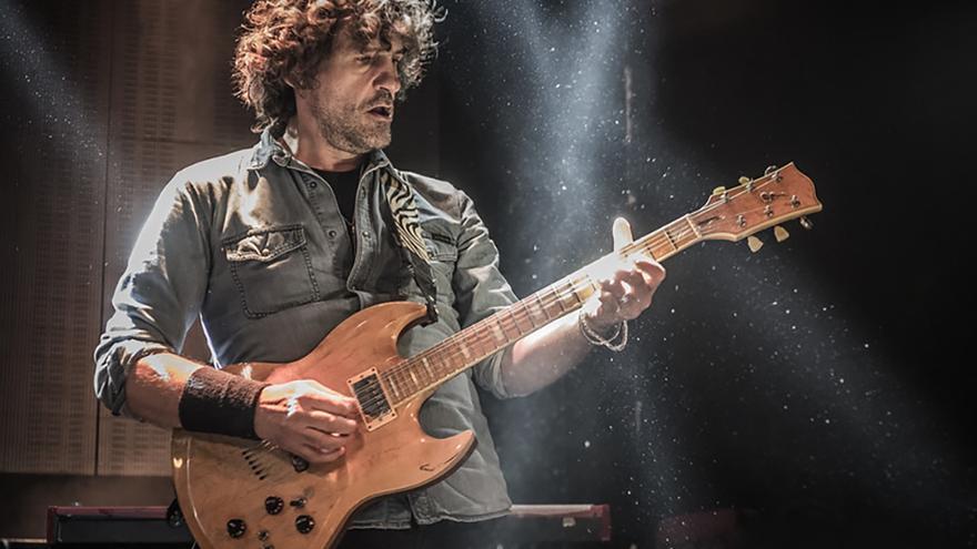 El guitarrista Iñaki Aldón 'Uoho' (Extremoduro), que ofrecerá el concierto 'Bach Rock' en el Auditorio Alfredo kraus este sábado.