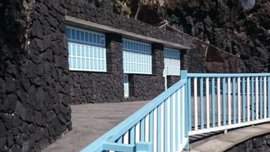 En bar del Charco Azul permanece cerrado desde marzo.