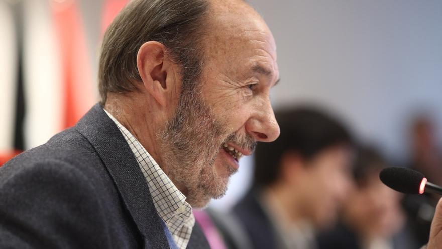 Casa Real, Sánchez, Rajoy y Ana Pastor se ponen en contacto con la familia de Rubalcaba para interesarse por su estado
