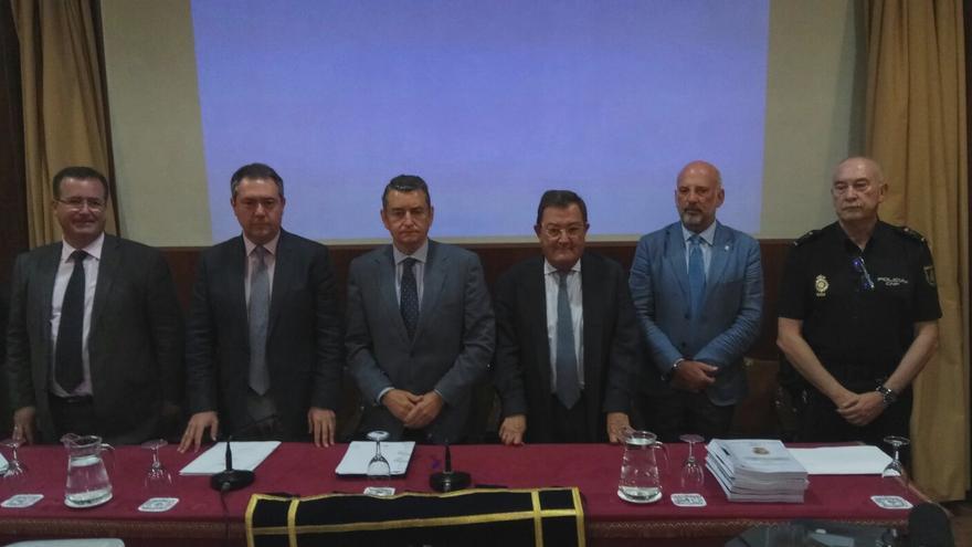 Autoridades presentes en la presentación del informe sobre la Madugá