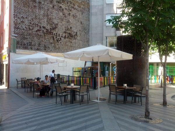 Tercera de las terraza que ahora hay en Luna, situada en un extremo de la plaza | Foto: Somos Malasaña
