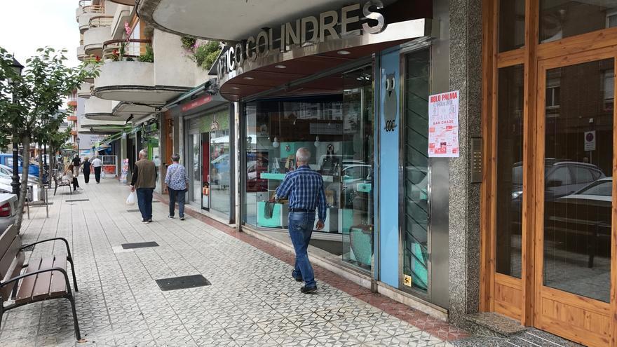 El Ayuntamiento ha comenza a renovar el mobiliario urbano deteriorado.