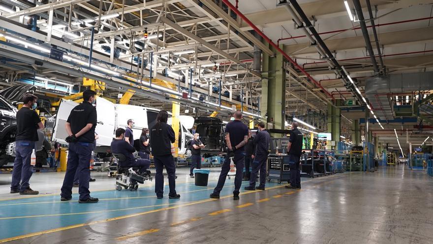 La planta de Mercedes-Benz de Vitoria reanuda este lunes la actividad de sus tres turnos de producción
