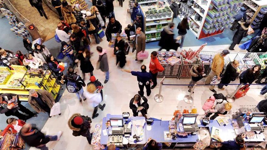 El gasto de los consumidores en EE.UU. sube un uno por ciento en abril, su mejor dato desde 2009
