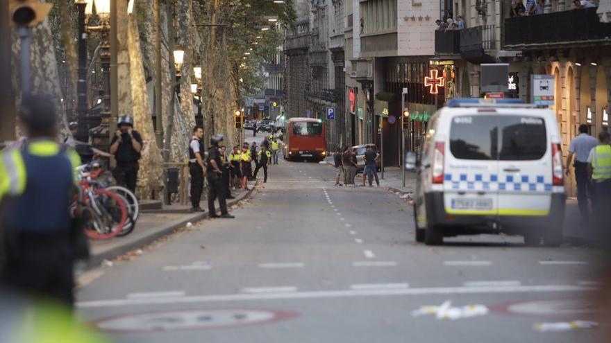 Dispositivo policial en las Ramblas de Barcelona después del ataque terrorista