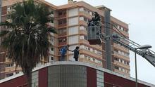 Una pareja amenaza con tirarse desde una azotea en Las Palmas por su hijo