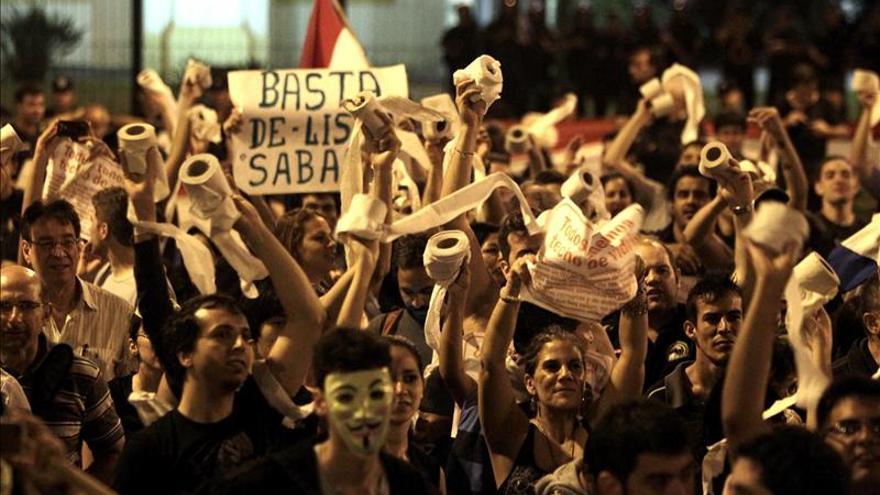 Los comercios paraguayos indignados por la corrupción prohíben la entrada a los senadores