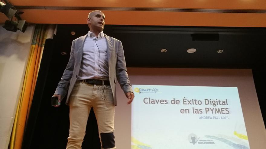 Rayko Lorenzo en un congreso en Murcia.