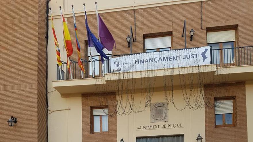 Trabajadores de Dulce Hola en huelga se concentran en el ayuntamiento de Puçol