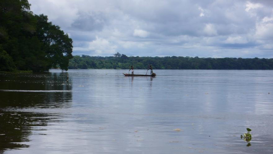 Pescadores en el río Sangha, afluente del Congo