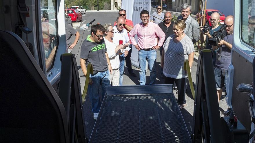 Jorge Rodríguez ha estat en la presentació del vehicle adaptat a Ontinyent