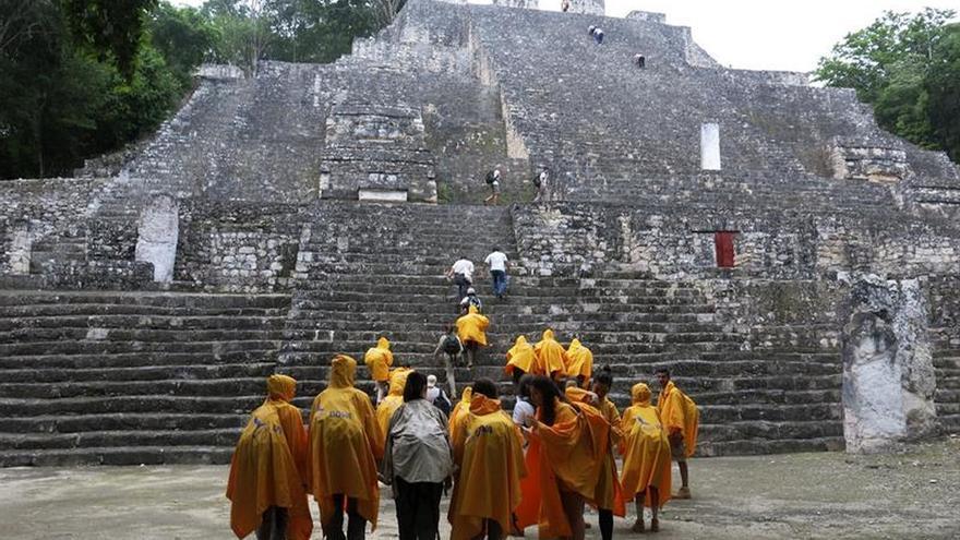 Y por fin el dios Chaak se asomó a la vigilia de los ruteros en Calakmul