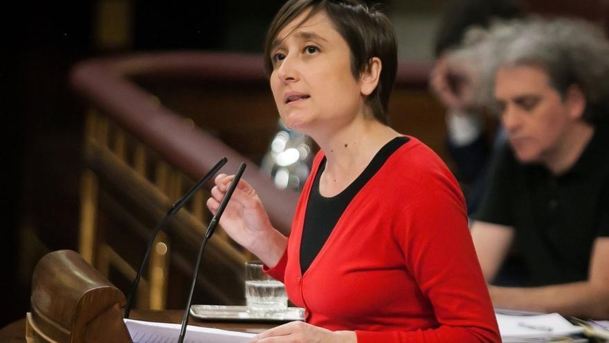 """Diputada de EnComúPodem denuncia el """"pacto de silencio"""" de PP y PSOE contra el """"atraco"""" de las farmacéuticas al SNS"""