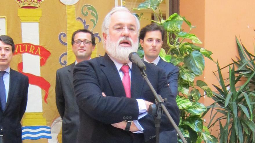 Arias Cañete asegura que se trabaja en una ley que favorezca los acuerdos de precios en el sector de la leche