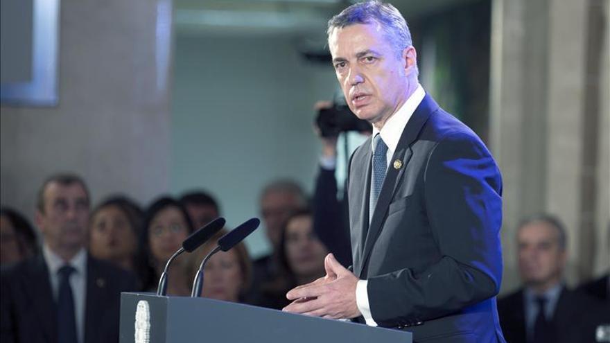 Urkullu dice que la llamada de Rajoy fue de cortesía y remite el diálogo al PNV