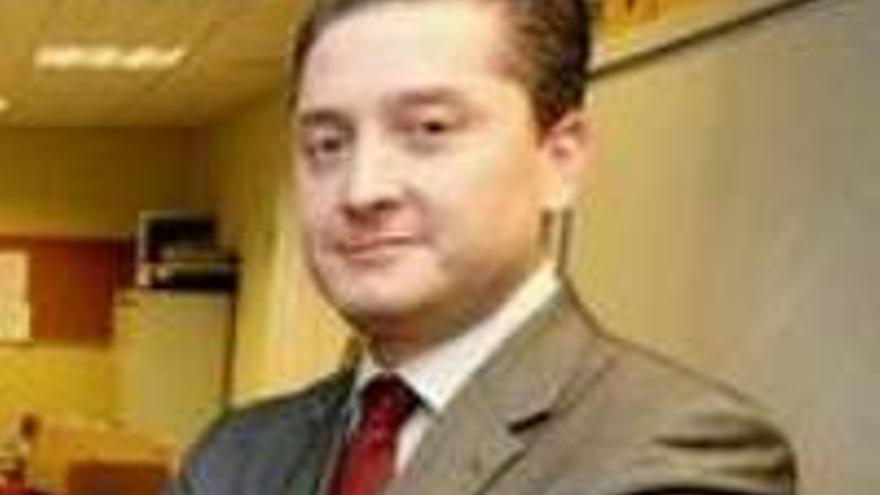 Willy García, director con sueldo de viceconsejero.