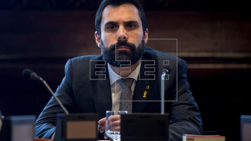 "Torrent ve ""una posibilidad"" investir a Puigdemont pero insiste en Sànchez"