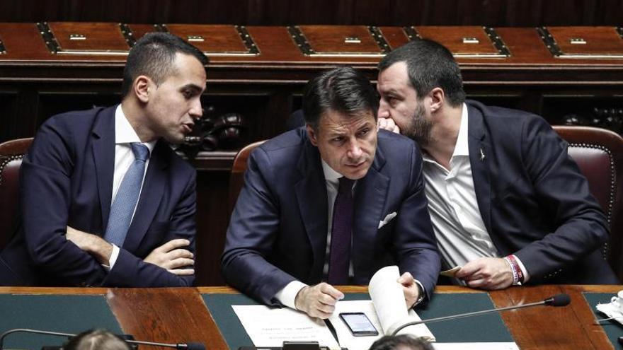 Giuseppe Conte, Matteo Salvini y Luigi Di Maio asisten a una sesión en la Cámara Baja
