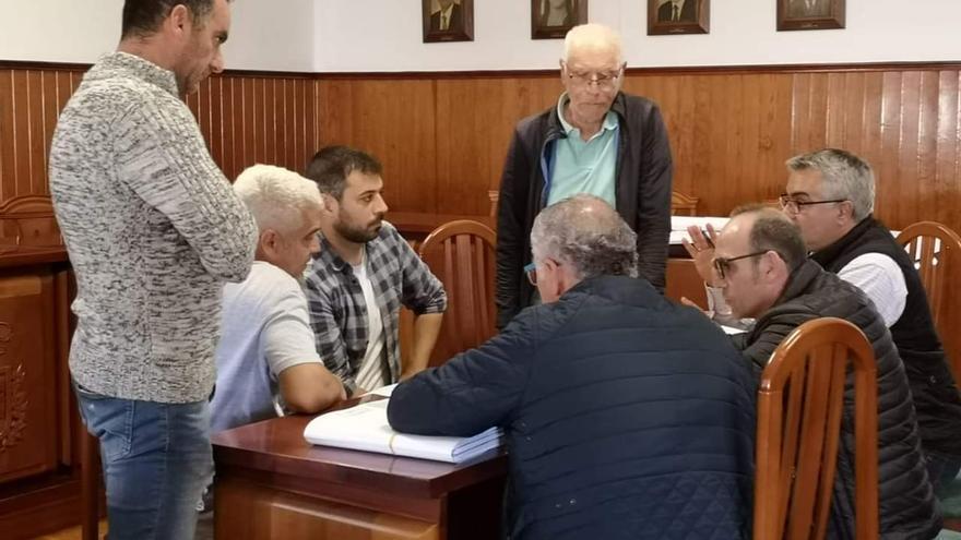 Reunión de los responsables municipales y los técnicos para analizar el Plan General de Ordenación.