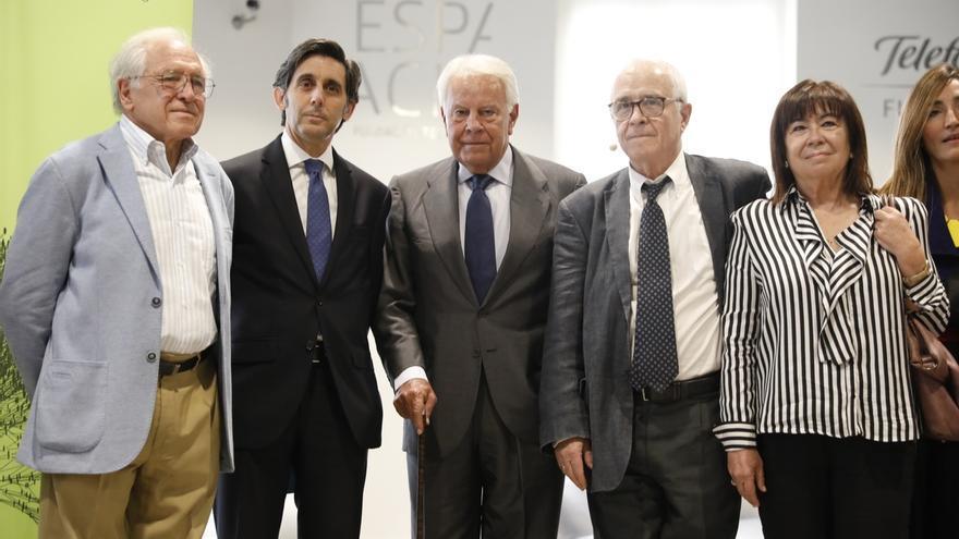 Felipe González hace público un archivo con miles de documentos de su trayectoria y su etapa como presidente