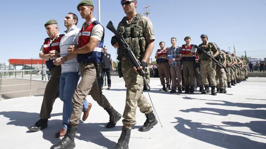 La Fiscalía de Estambul ordena la detención de 41 soldados por golpismo