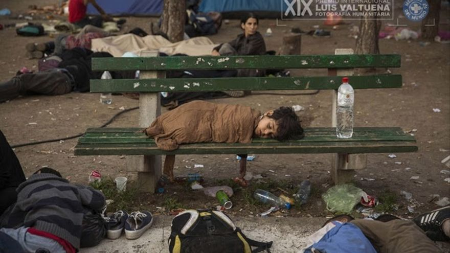 """Una muestra recoge en Bilbao imágenes del """"éxodo"""" de los refugiados hasta el cierre de la frontera en Macedonia"""