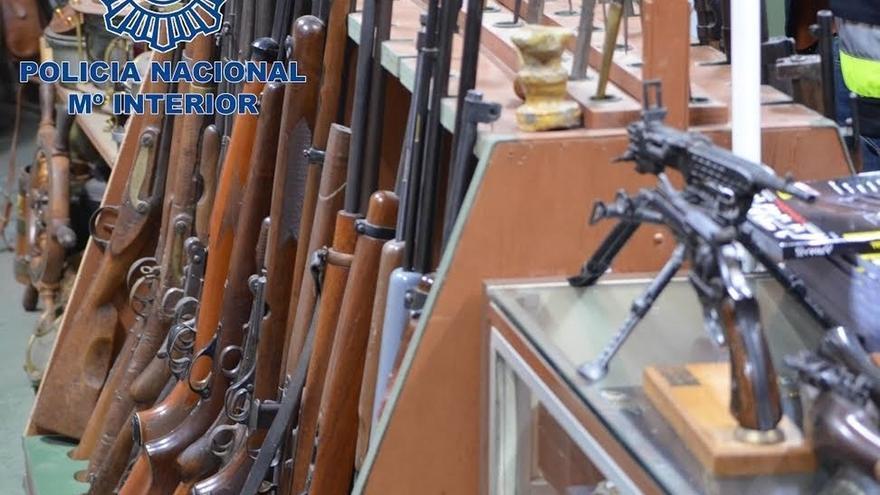 La Policía se incauta de 8.000 armas de guerras manipuladas de una red que las vendía a terroristas y delincuentes