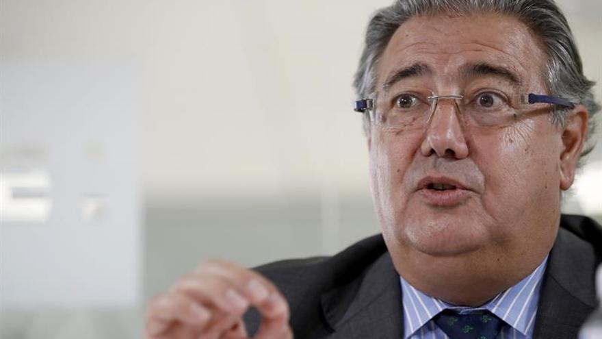 Zoido recalca el compromiso de España con la reubicación desde Grecia e Italia