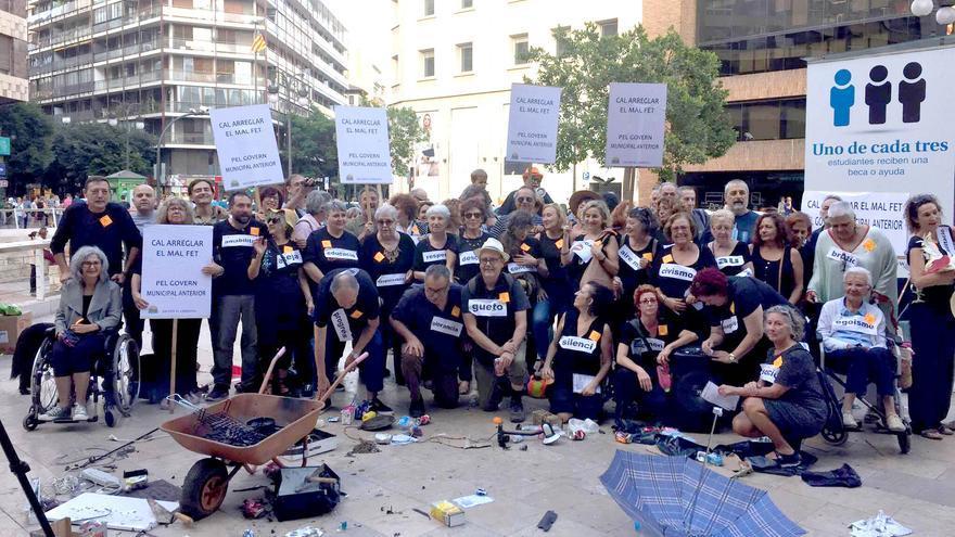 Los miembros de 'Salvem el Cabanyal' llevan sus reivindicaciones a la calle Colón de València