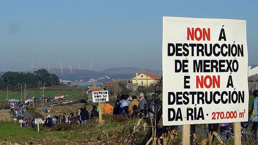 Protesta contra la construcción de una piscifactoría