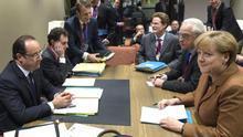 Reunión del primer ministro francés, François Hollande, y la cancillera alemana, Angela Merkel. / Efe