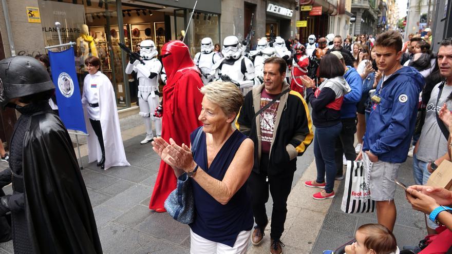 Desfile en la calle del Castillo este domingo, actividad integrada en el 'Ven a Santa Cruz'