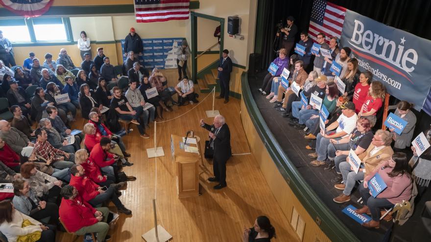 Bernie Sanders durante un mitin en New Hampsire, donde se celebrarán las primarias el próximo martes.
