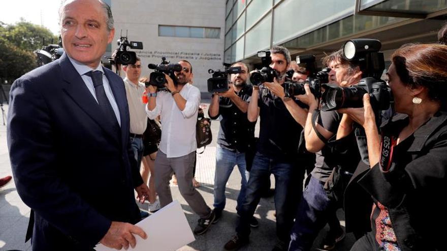 Francisco Camps, a su llegada a la Ciudad de la Justicia para declarar por la visita del Papa.