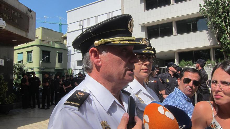El Jefe de la Policía Nacional en Canarias cree que ahora solo se podría acoger a migrantes en un acuartelamiento dado el volumen de llegadas