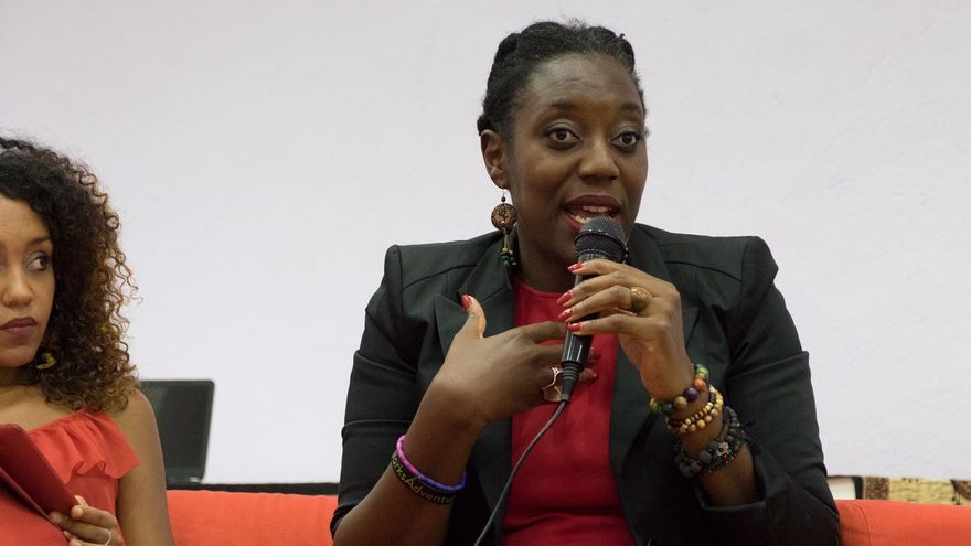 Desirée Bela-Lobedde, activista afrofeminista, en una conferencia