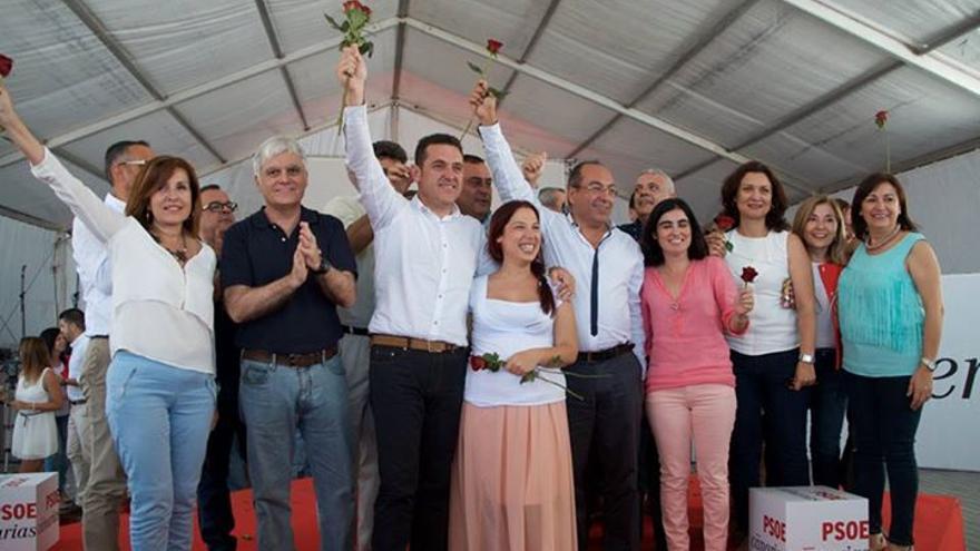 Foto de grupo de los socialistas durante el acto