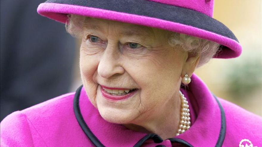 La reina Isabel II de Inglaterra hospitalizada por primera vez en una década