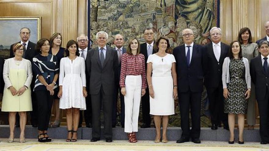 La Reina, con la nueva Ejecutiva de la Asociación Española contra el Cáncer