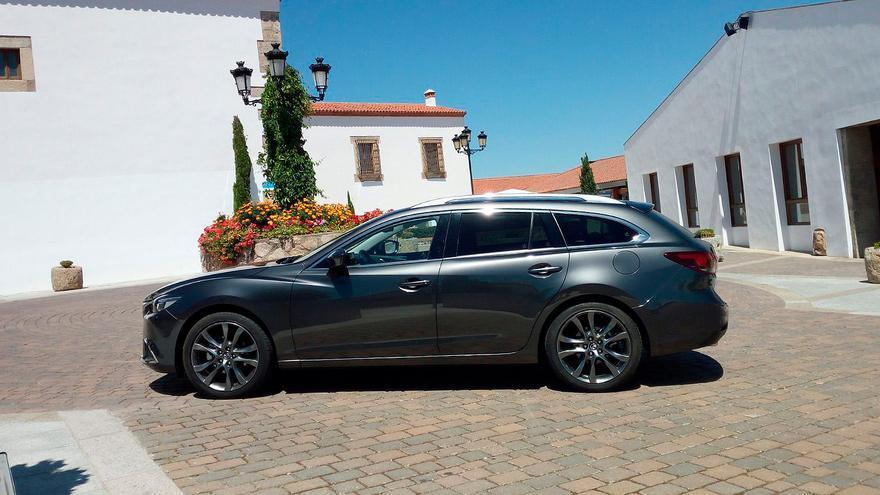 El Mazda 6 Wagon es más corto y tiene menos batalla que la berlina, favoreciendo el espacio de maletero.