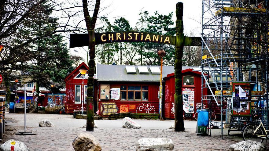 Entrada a la 'ciudad libre' de Christianía, el barrio autogestionario de Copenhague.