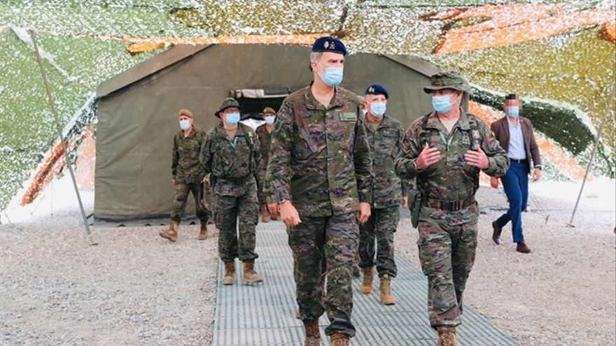 El Rey Felipe asiste a unas maniobras de la División 'Castillejos', en el cuartel Sancho Ramírez de Huesca.