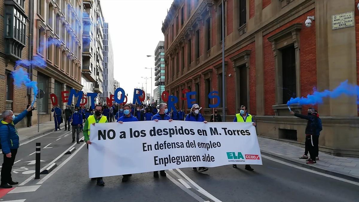 Manifestación de trabajadores de MTorres en contra del ERE presentado por la empresa